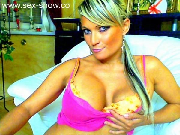 Sexy Frau auf schönen Bildern ihrer Sexcam